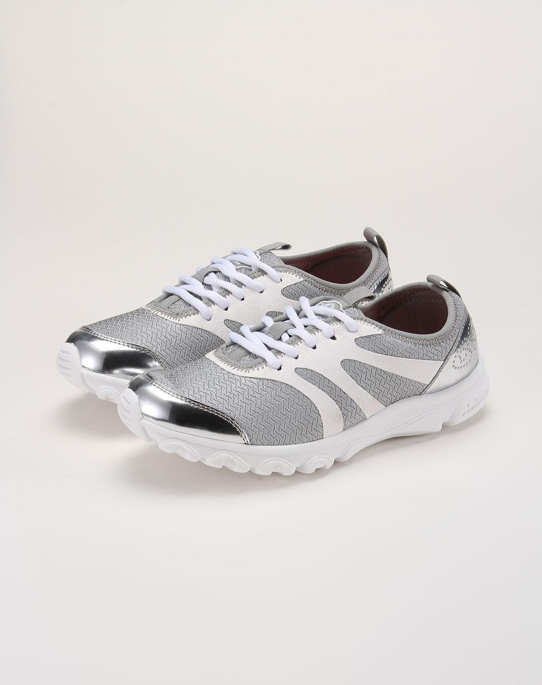 色轻综合网_灰白色超轻网面休闲鞋