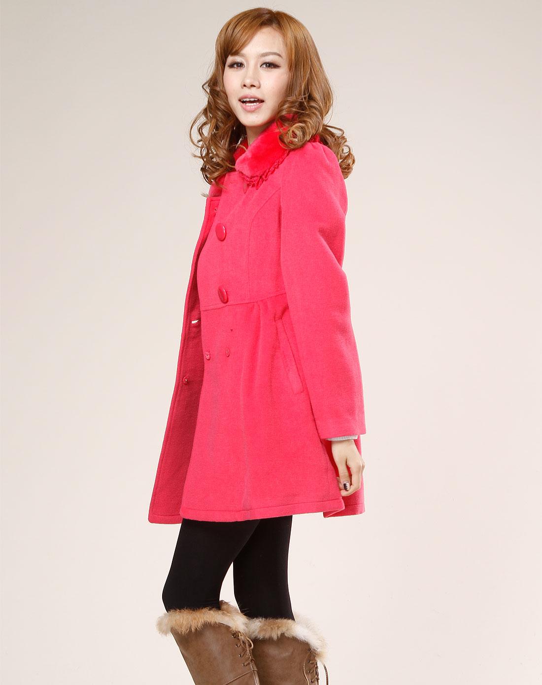 玫红色毛领长袖大衣