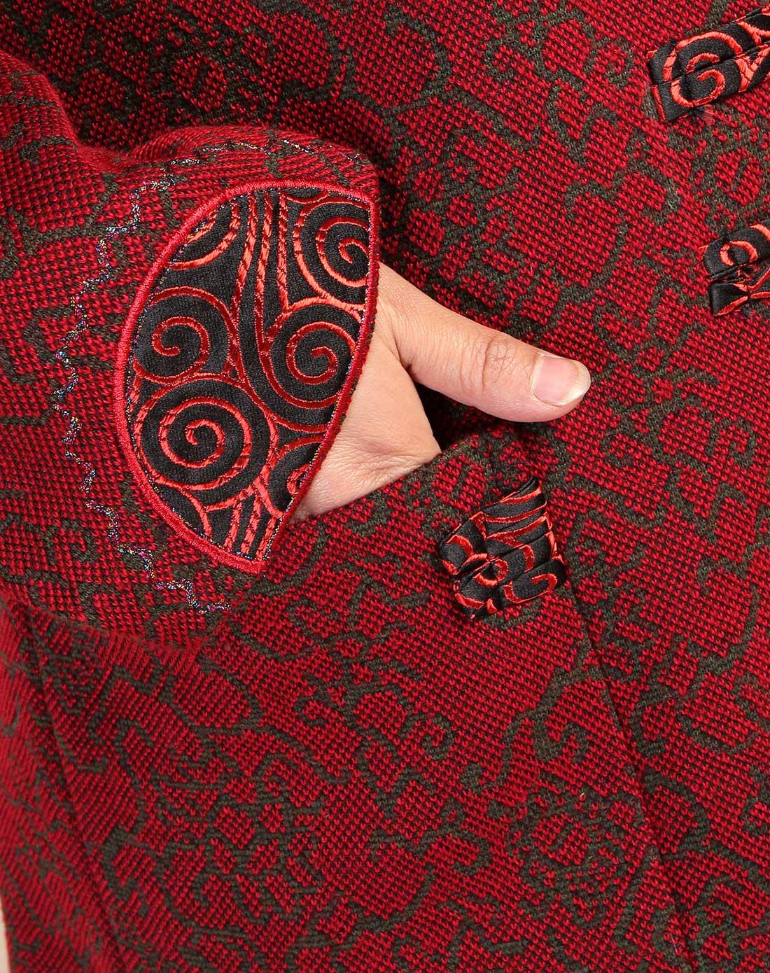 红色喜庆花纹翻领盘扣唐装外套