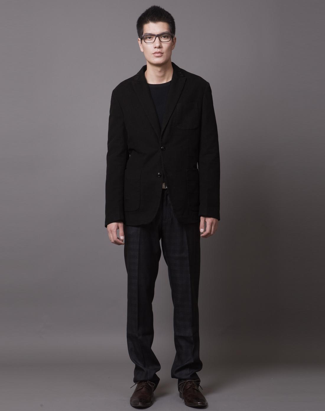 黑色休闲西服的搭配图片