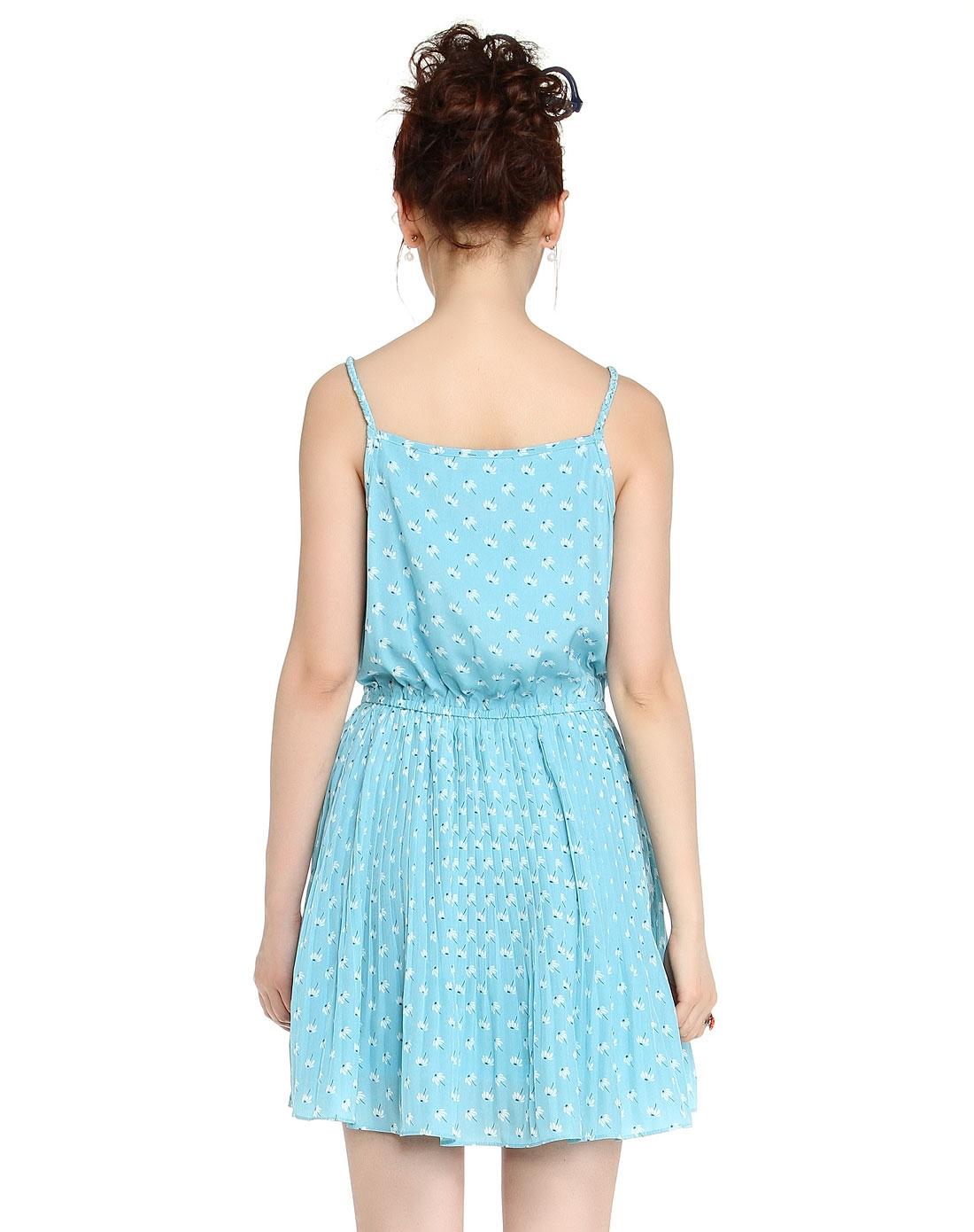 天蓝色印花可爱吊带连衣裙