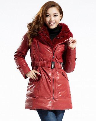 女款暗红色羽绒服