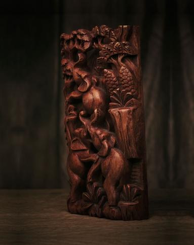 巴厘马斯大师立体木雕花板作品《吉象》