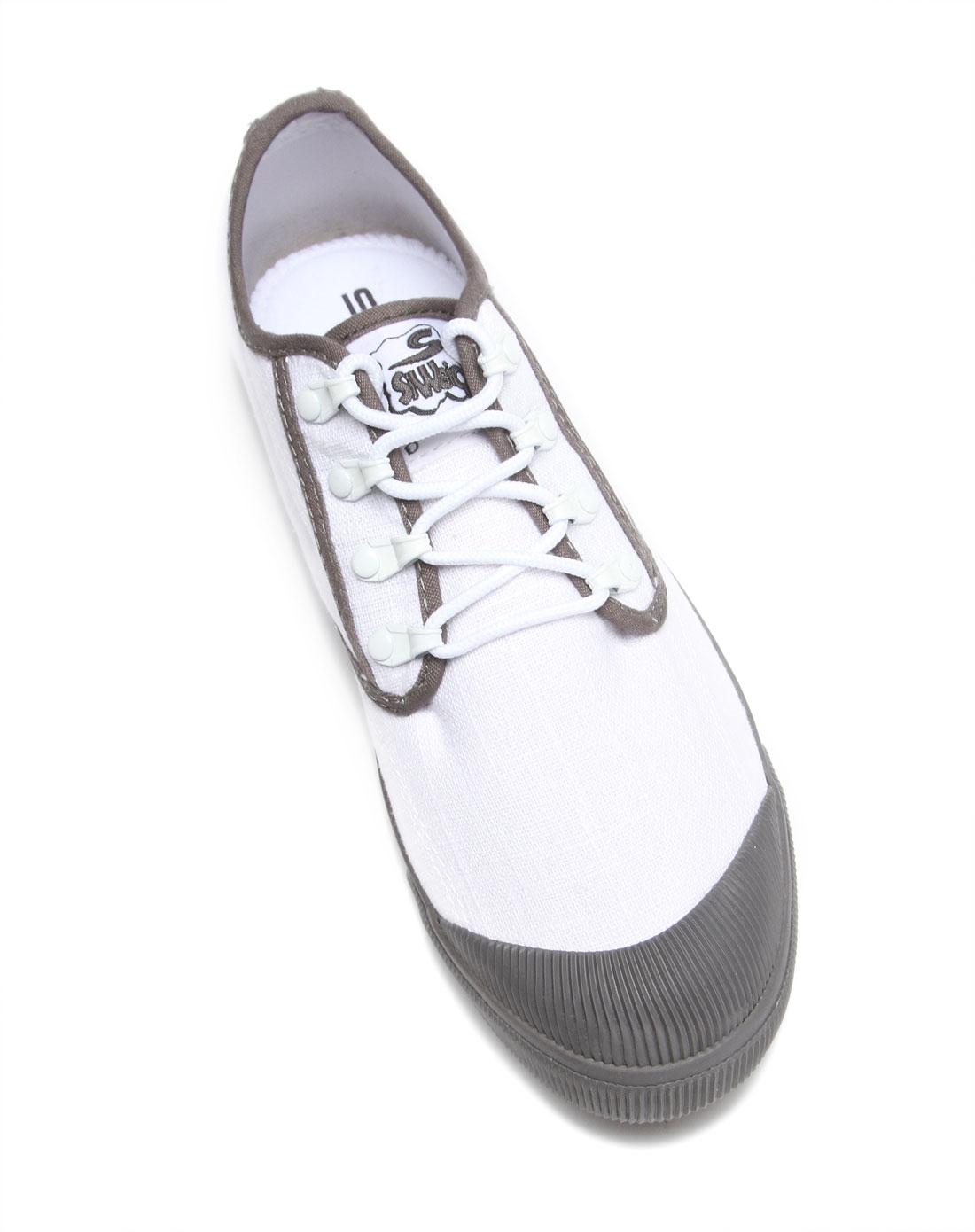 英伦风百搭男款白色帆布鞋