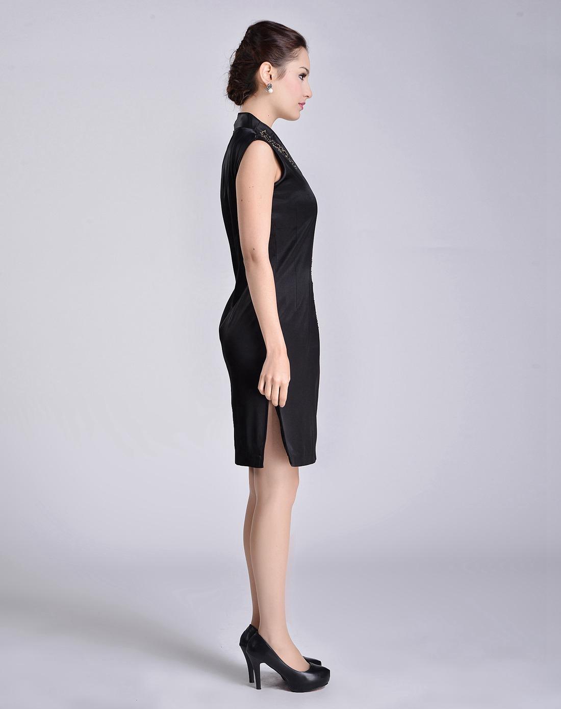 女黑礹/&�yi)��-z)�bi_女款黑色v领时尚真丝无袖旗袍