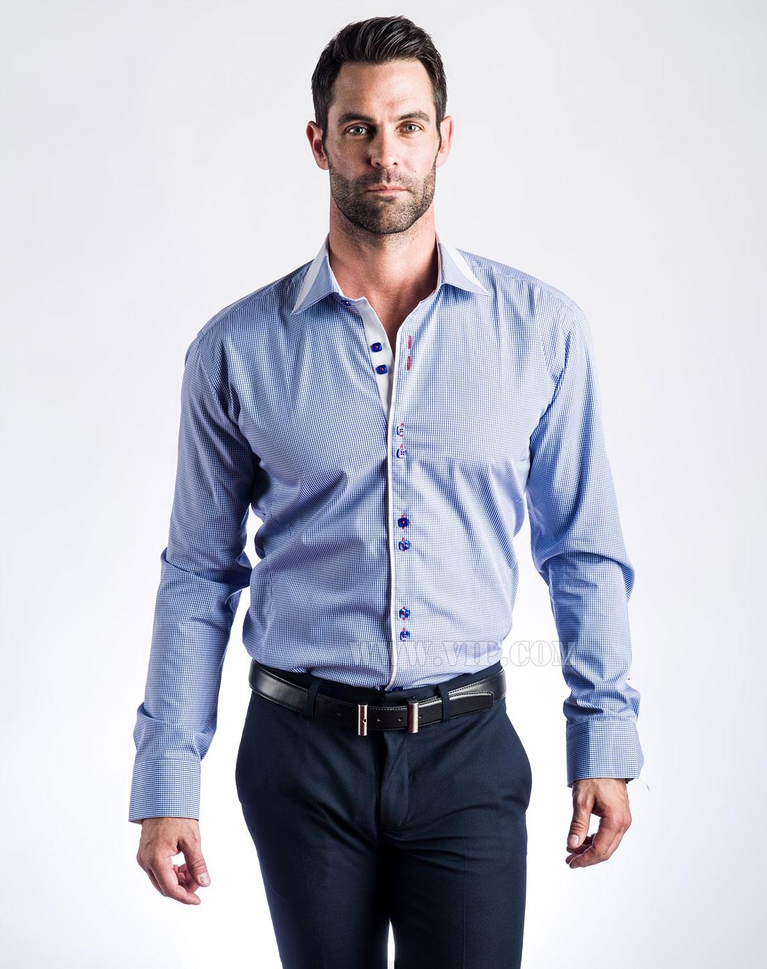 男士浅蓝色衬衫
