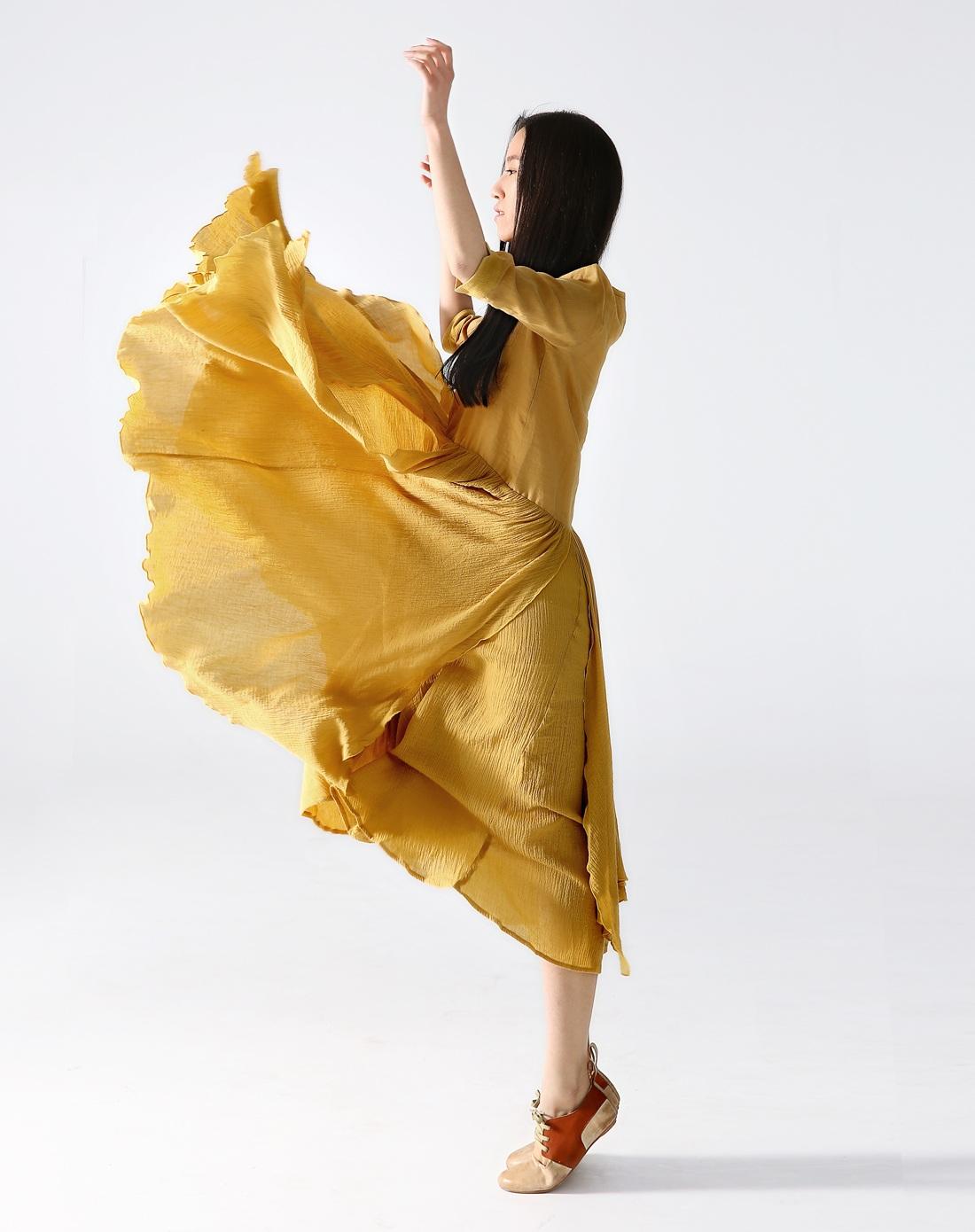 素缕souline黄色《心上的山百合》宽松腰中长款圆领s图片