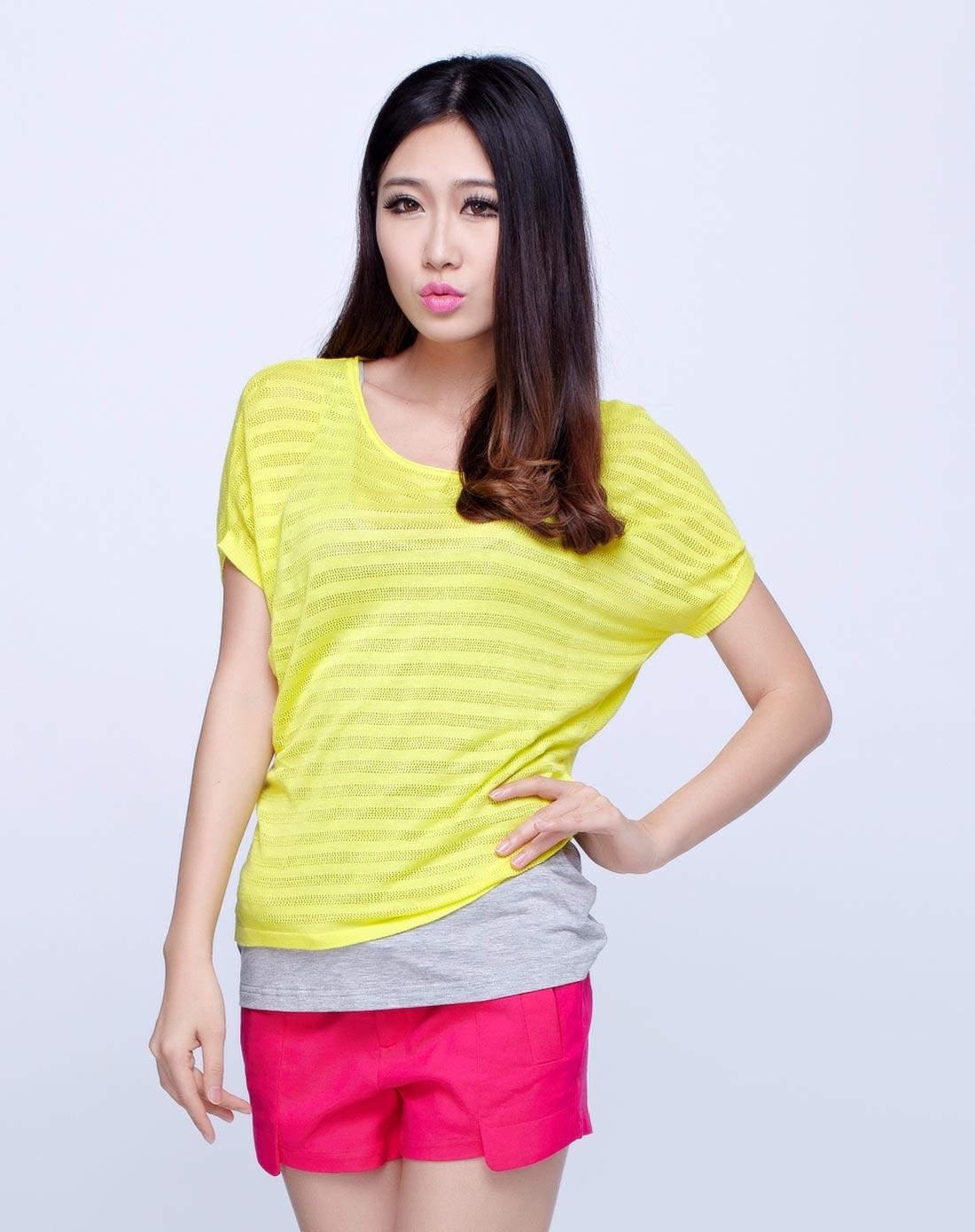 鹅黄色短袖假两件针织衫