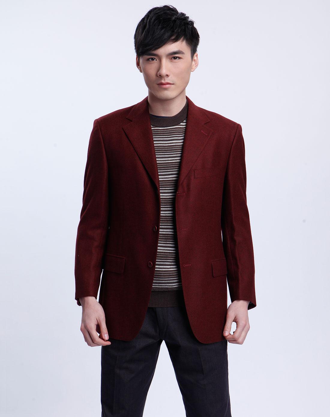 酒红色长袖西装