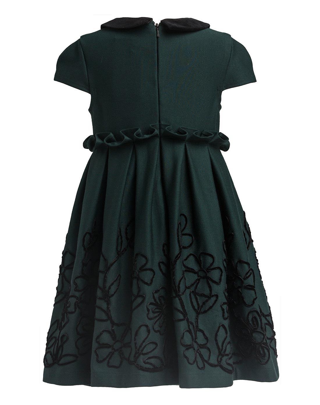 女绿色连衣裙