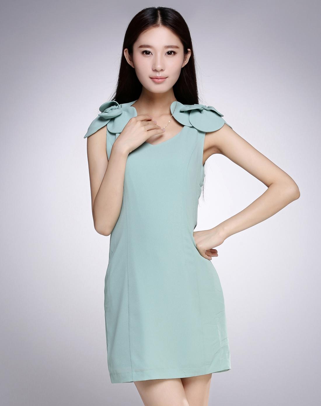 豆绿色可爱装饰花盖肩袖连衣裙