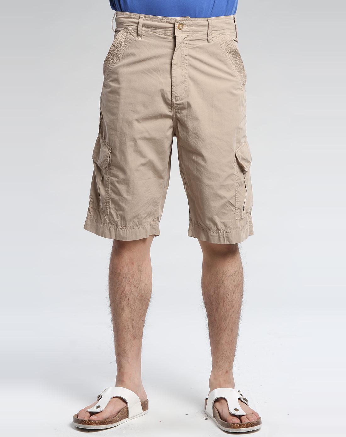 卡其色休闲短裤