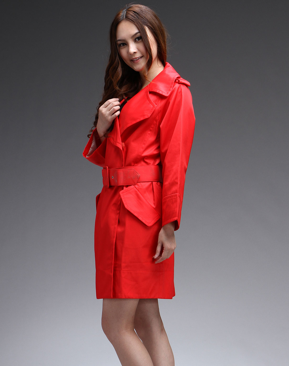 水红色时尚经典翻领长袖风衣