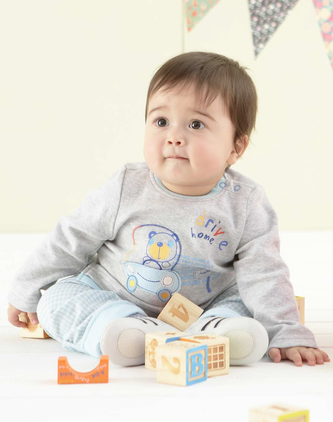 宝宝 壁纸 儿童 孩子 小孩 婴儿 1100_1390 竖版 竖屏 手机