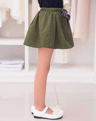 女童军绿色纱卡短裙