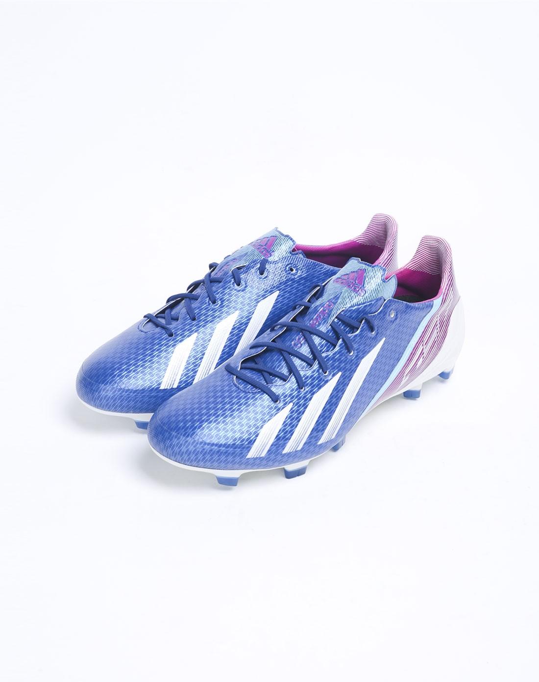 男款蓝色足球鞋