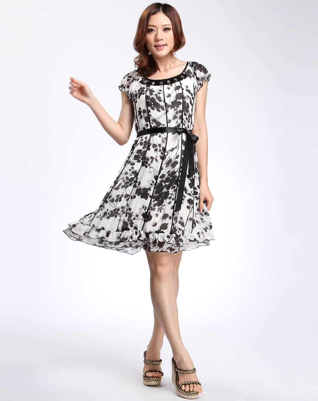 白底黑色时尚花纹短袖连衣裙