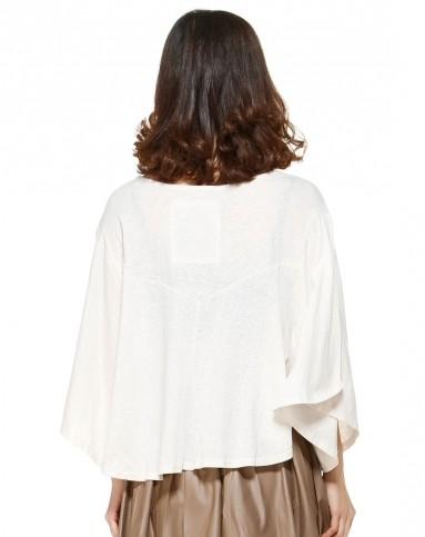 白色休闲宽松蝙蝠袖针织衫