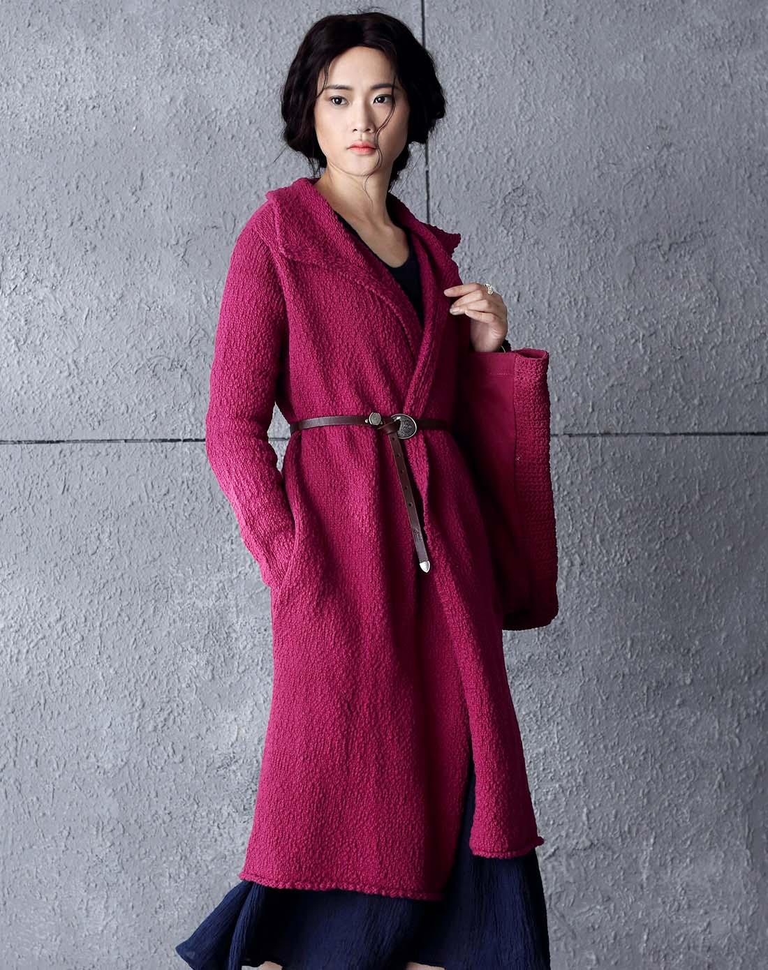 酒红色中长款毛衣外套