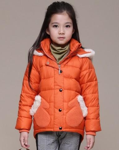 女童橙色休闲羽绒服