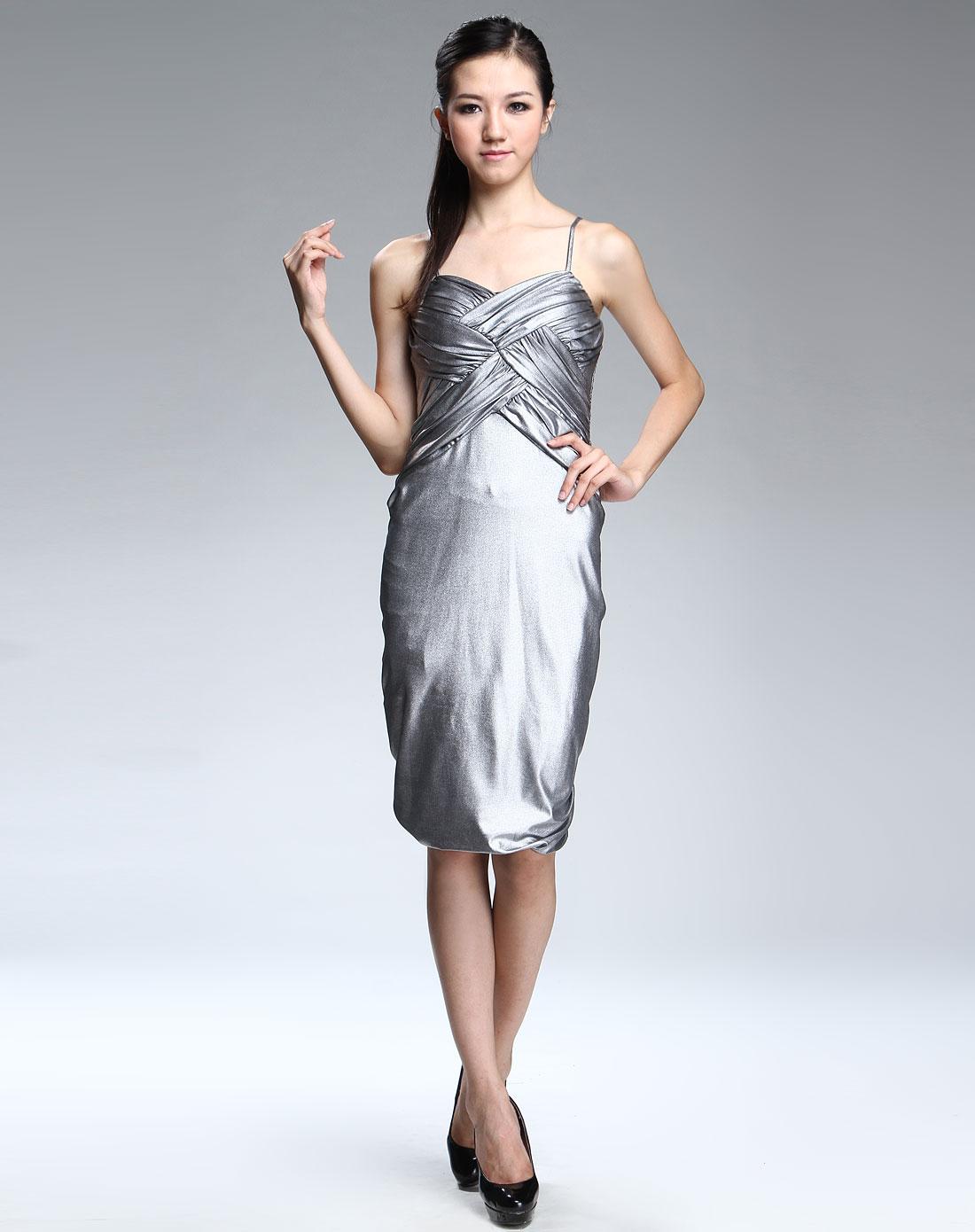 格子荷叶边吊带连衣裙 【款式二】性感时尚的吊带设计,突显颈脖的美