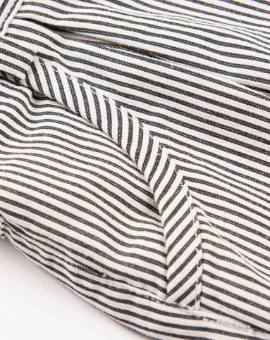 女童黑白条纹细绫纹灯笼短裤