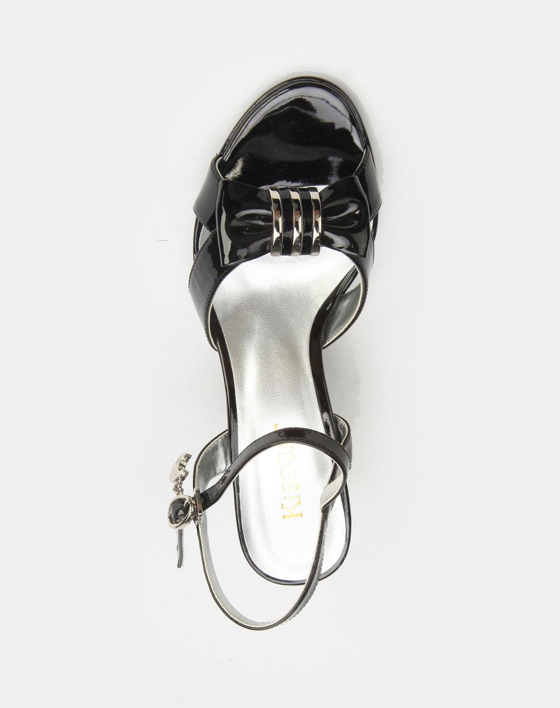 正面鞋子手绘设计图