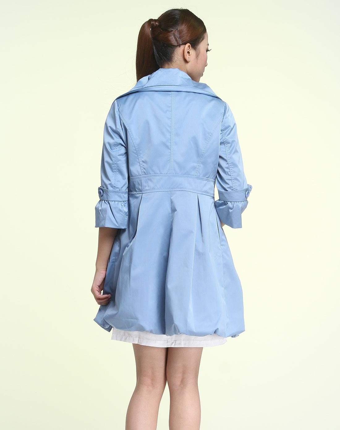 浅蓝色时尚长袖风衣
