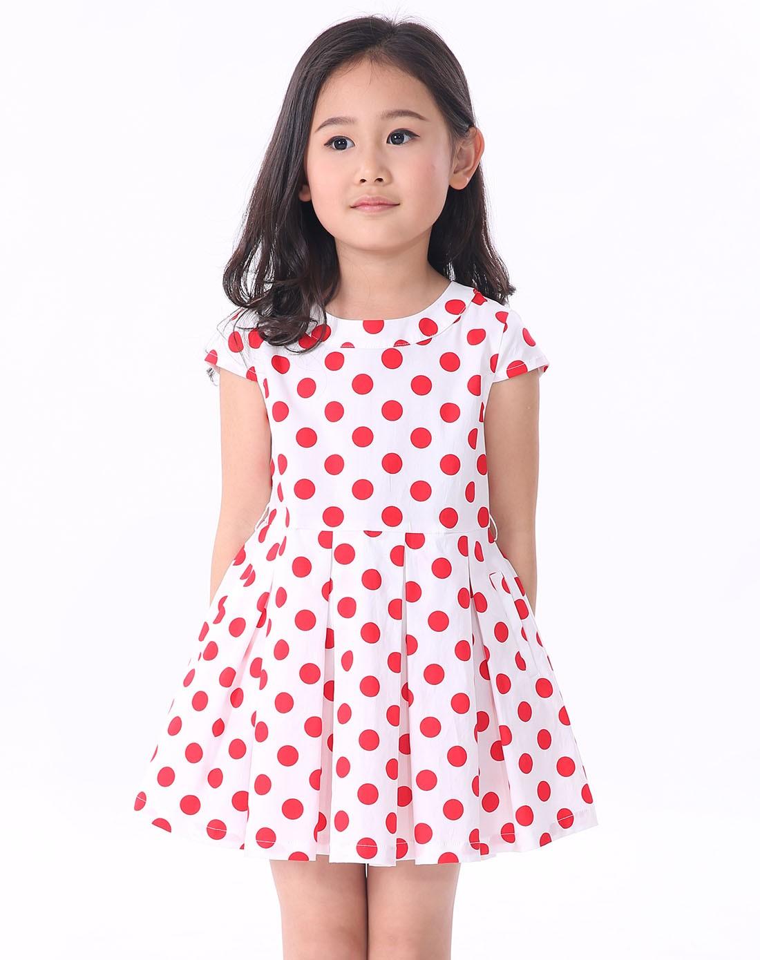 女童红色连衣裙