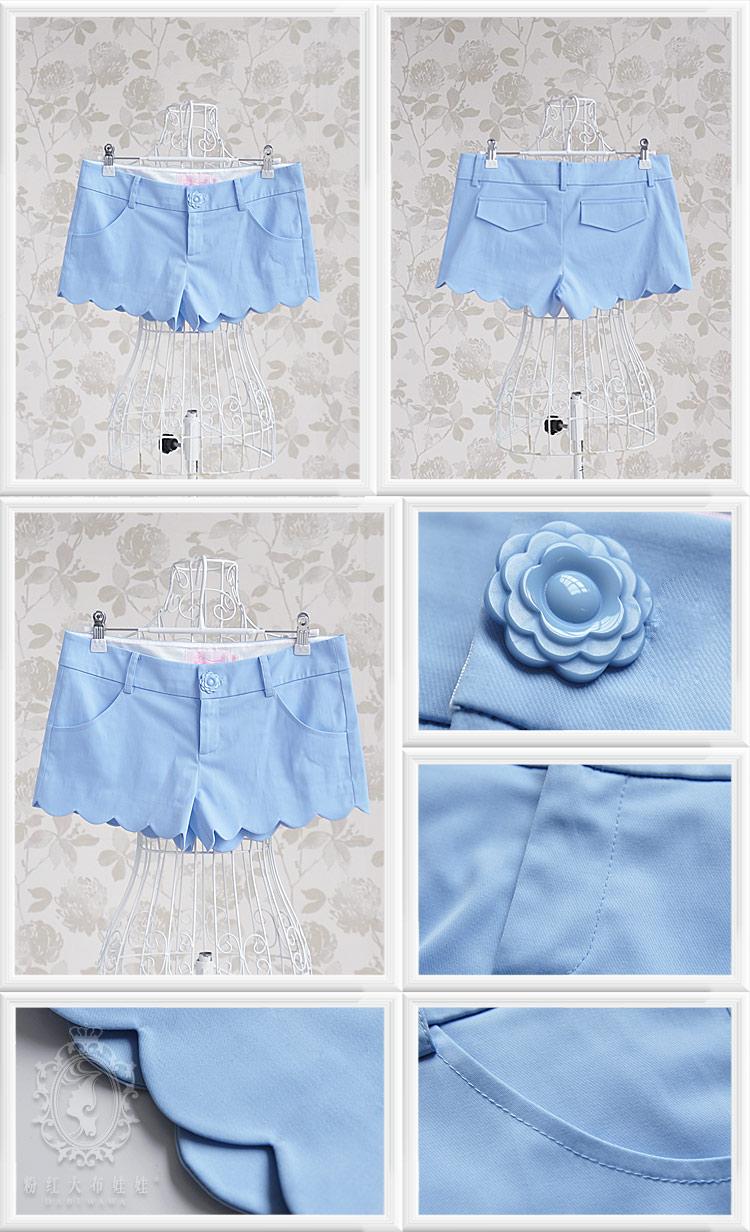 浅蓝色花瓣边低腰短裤