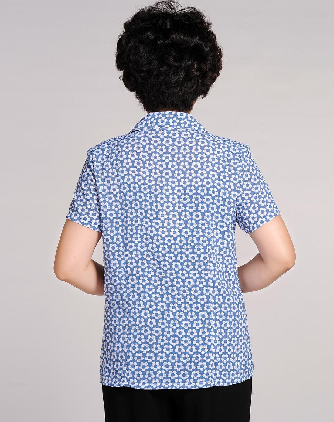 浅蓝色梅花翻领短袖衬衣