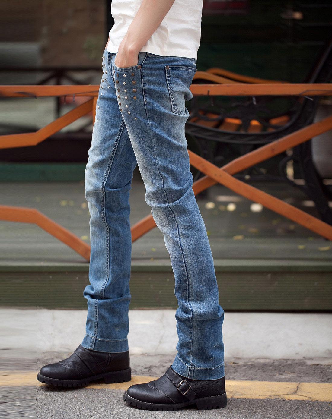 蓝色铆钉磨破低腰牛仔裤