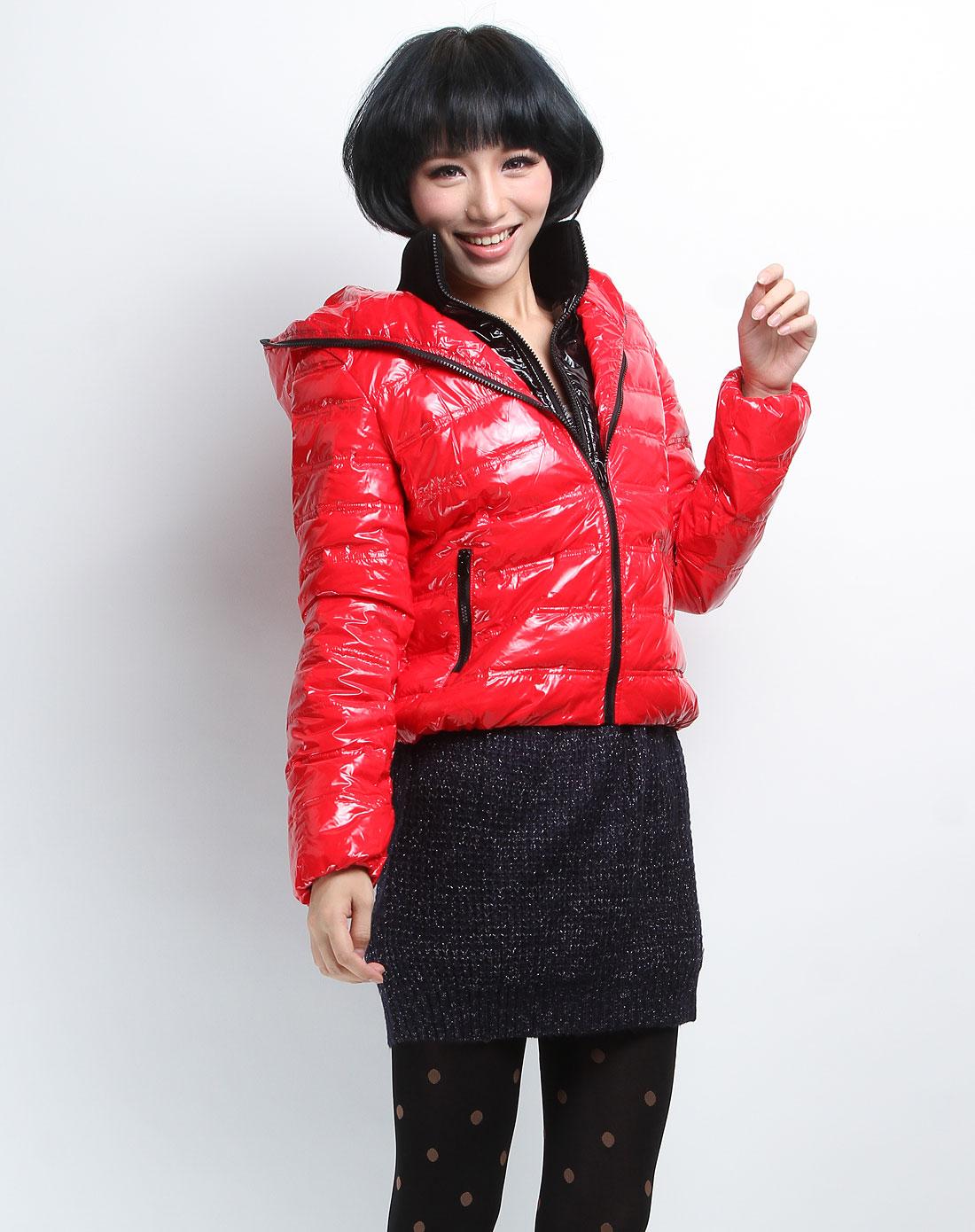 森马女装专场-大红色时尚连帽长袖羽绒服图片