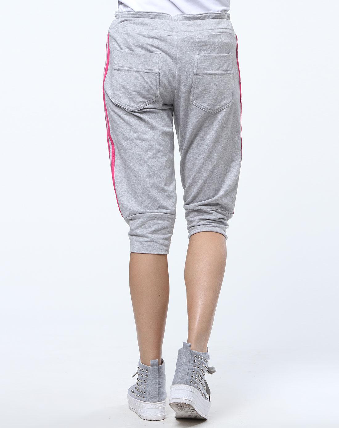 阿迪达斯adidas灰玫红色侧条纹运动中裤v35560
