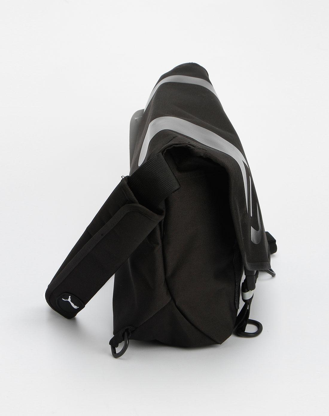 黑色时尚斜挎包