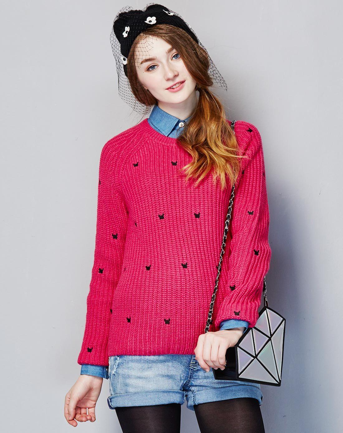 玫红绣花装饰毛衣