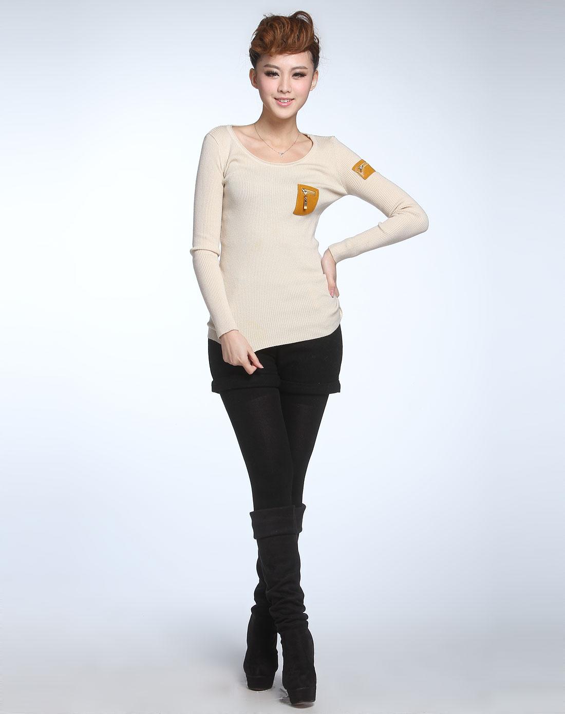 米杏色圆领长袖针织衫