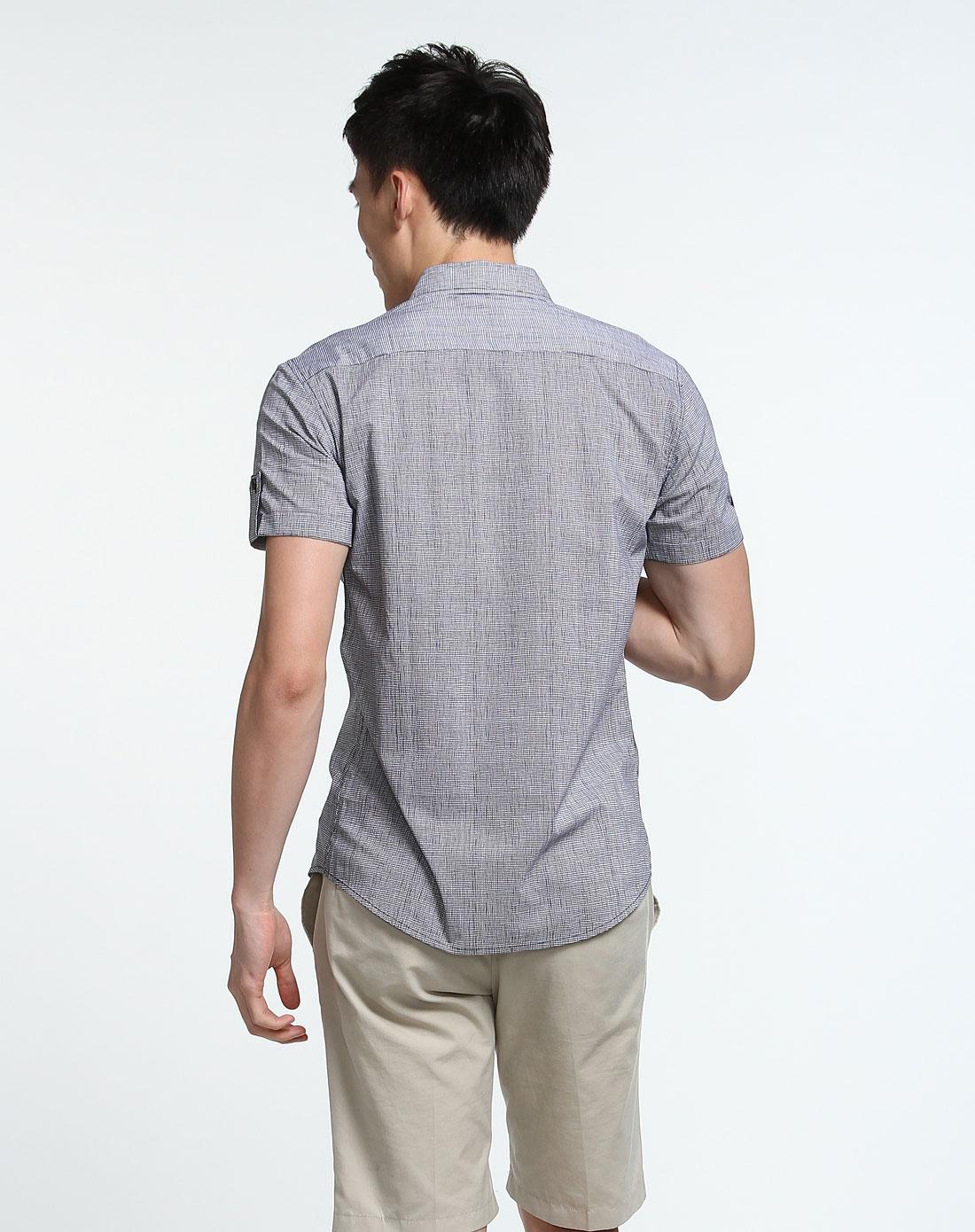 贴袋细网格纹白底黑色短袖衬衫