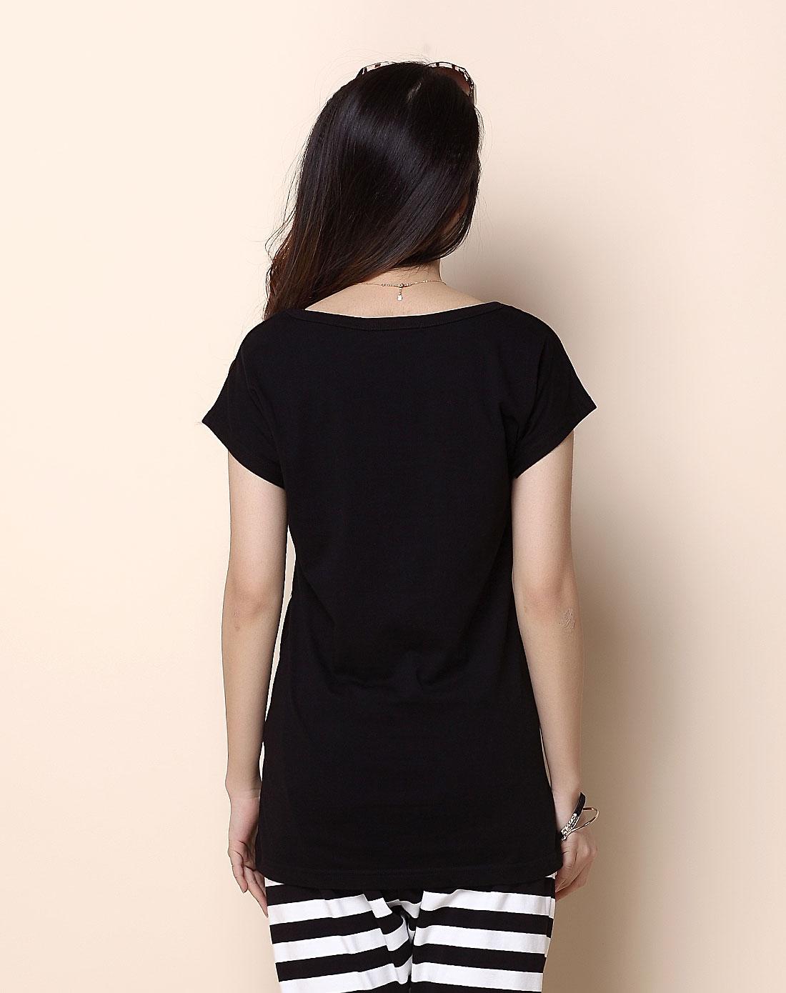 女士黑色字母t恤