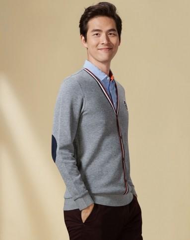 浅灰衬衫领假两件长袖针织衫