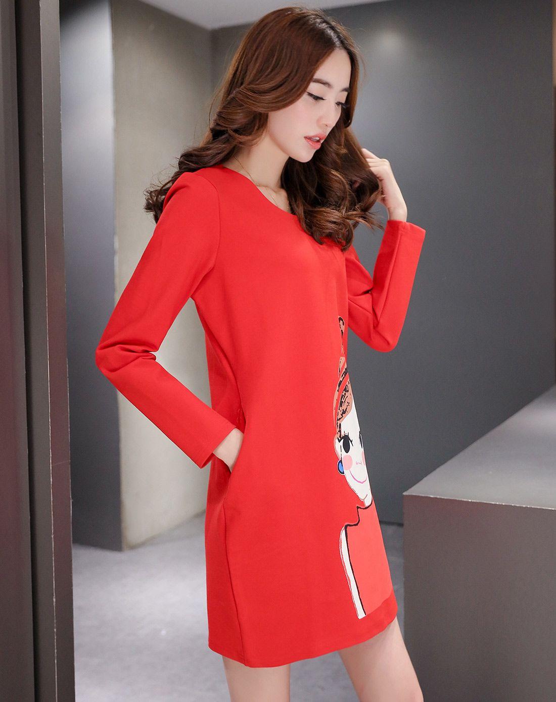 大红色圆领动漫人物正脸印花长袖连衣裙