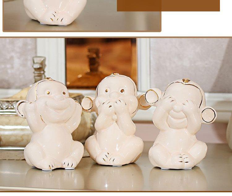 陶瓷描金可爱猴摆件