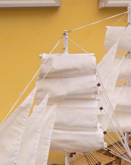 白天鹅号手工制作实木帆船摆件