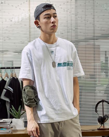 男左胸文字后背不规则文字图案印花短袖t恤