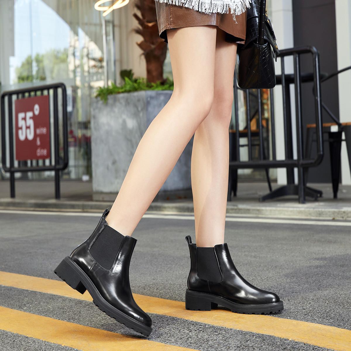 JANE HARLOW杰雷哈洛女靴2019冬新款牛皮质感切尔西靴方跟套脚女靴J14FF00680PA001