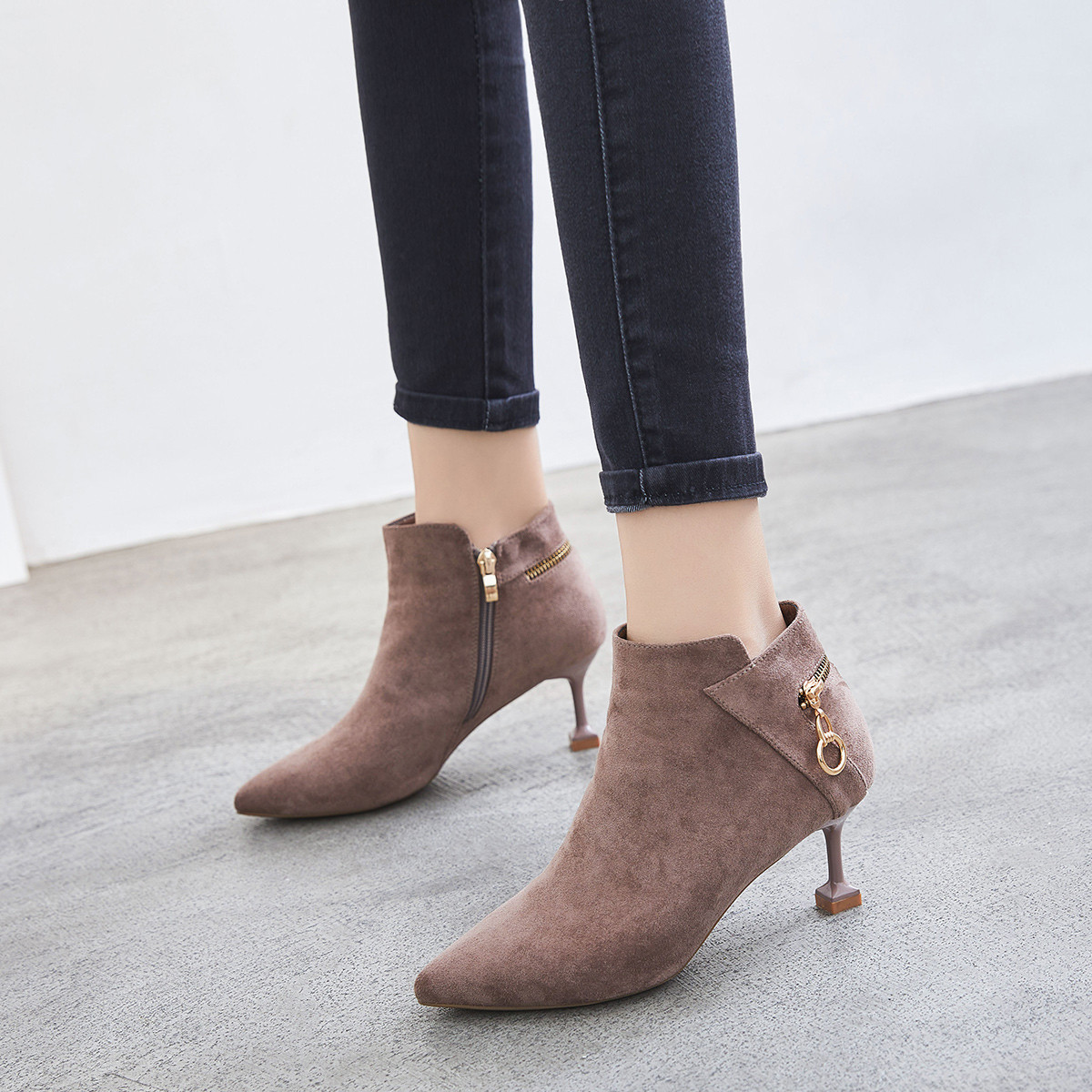 ZHR19新加绒时尚靴尖头休闲靴高跟鞋酒杯跟春秋冬女款靴子女靴短靴184Y123162-卡其色