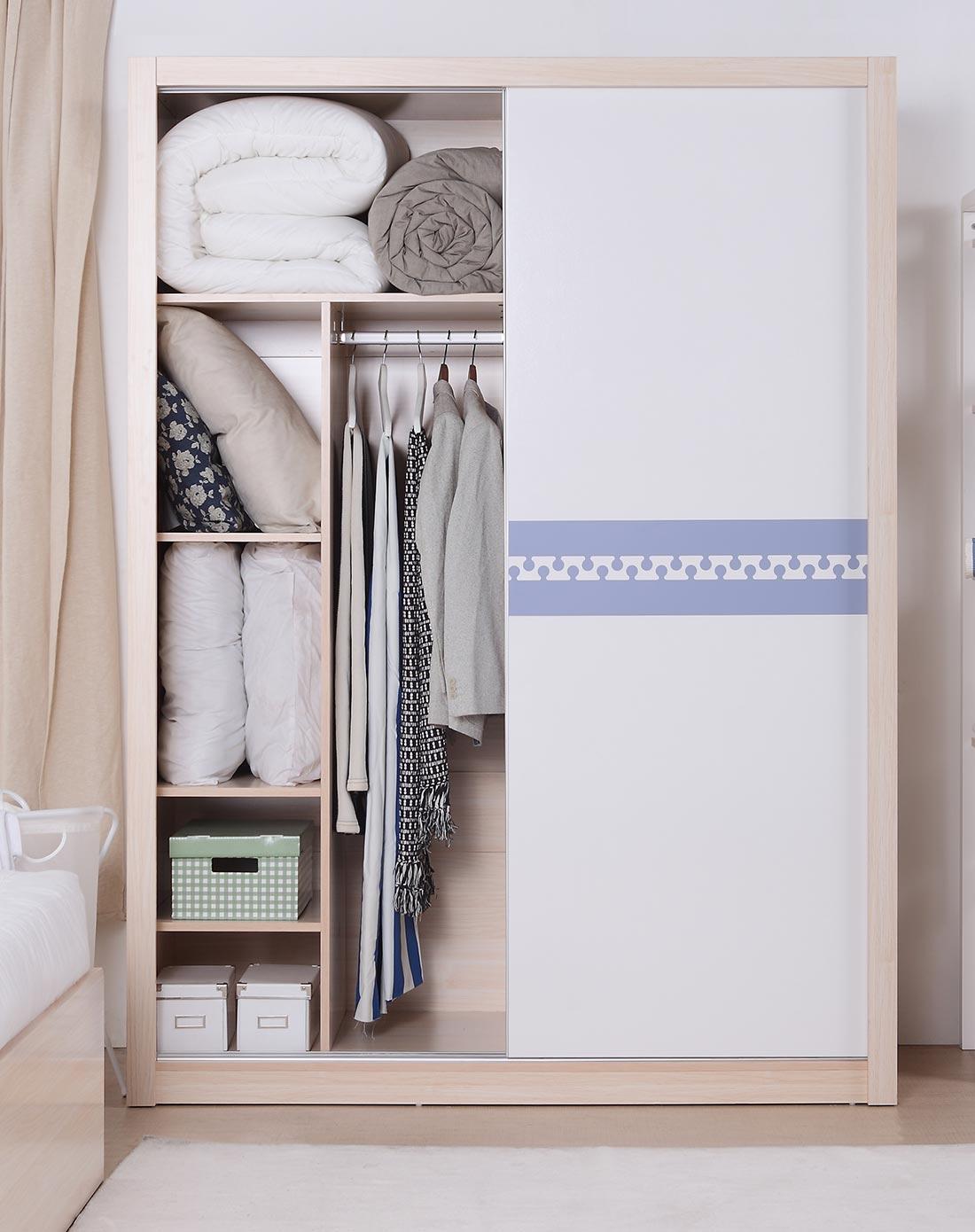 蓝色推拉门衣柜