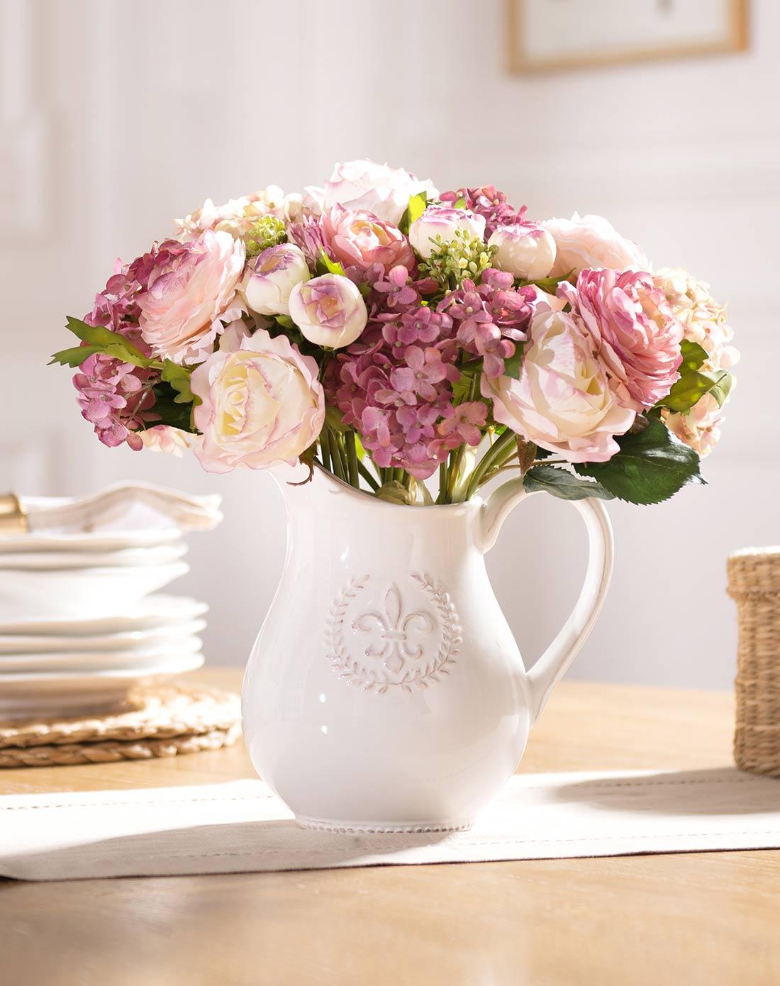 白瓷浮雕水壶花瓶城徽配露莲绣球花束3束