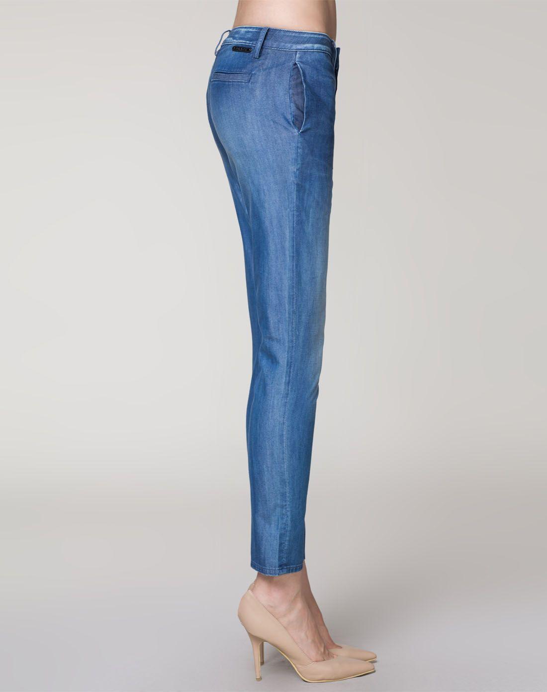 紧身牛仔裤美