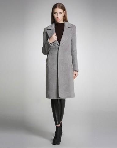 灰色风衣搭配图片_灰色风衣搭配图片女